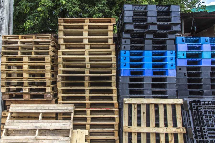 Plastic Pallets vs. Wood Pallets | Plastic Pallet Pros