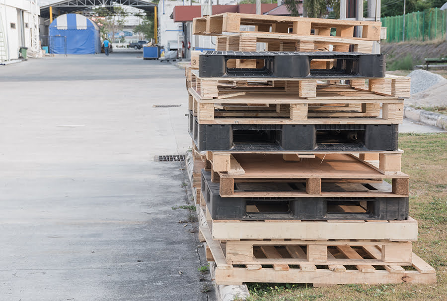 Contemplating Switching from Wood Pallets to Plastic? Determine a True ROI.