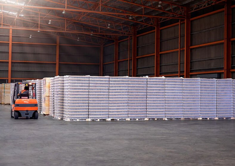 7 Benefits of Buying Plastic Pallets Through a Master Distributor