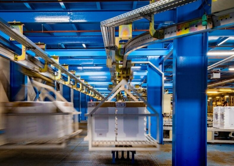 The Pros & Cons of Automated Warehouse Systems